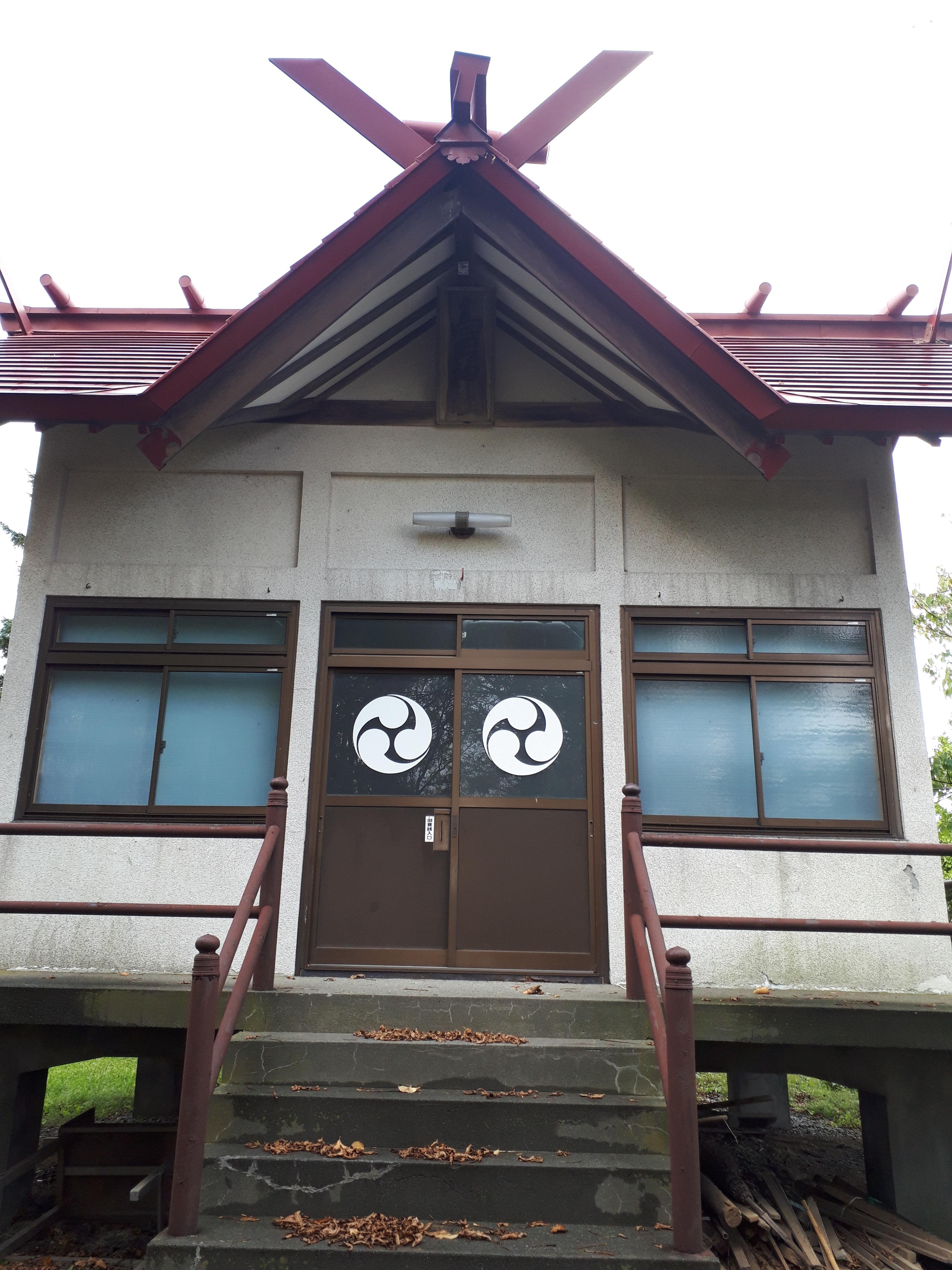 高岡神社の本殿