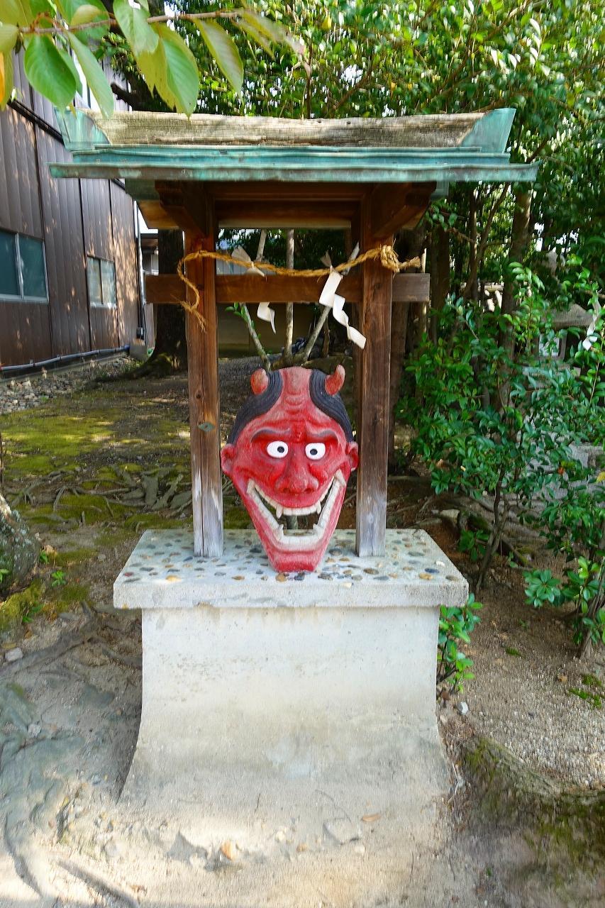 片埜神社の像