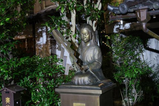 文子天満宮神社の像(京都府五条(京都市営)駅)