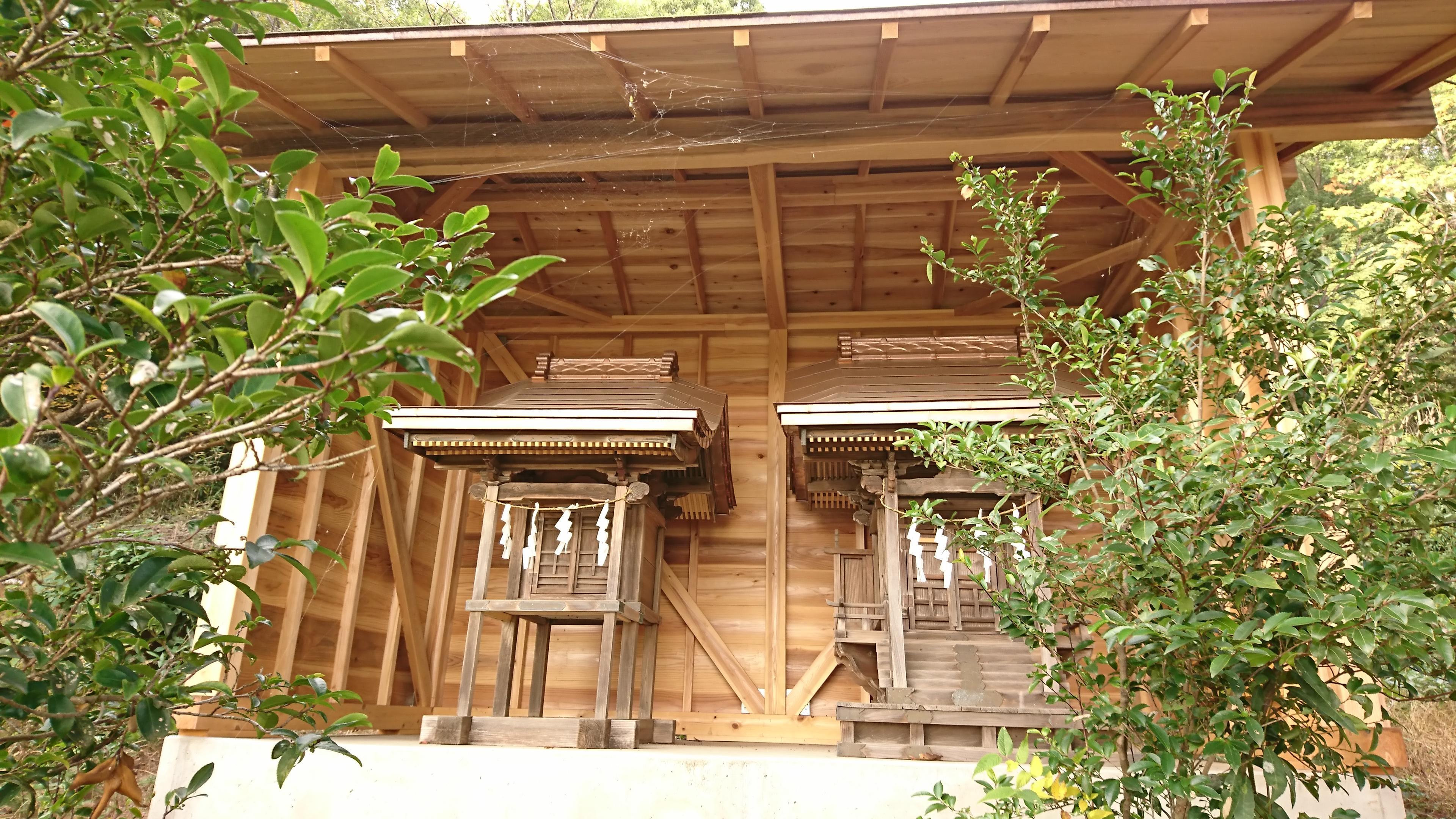 三柱神社の末社