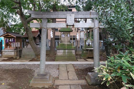 大谷口氷川神社の鳥居(東京都小竹向原駅)