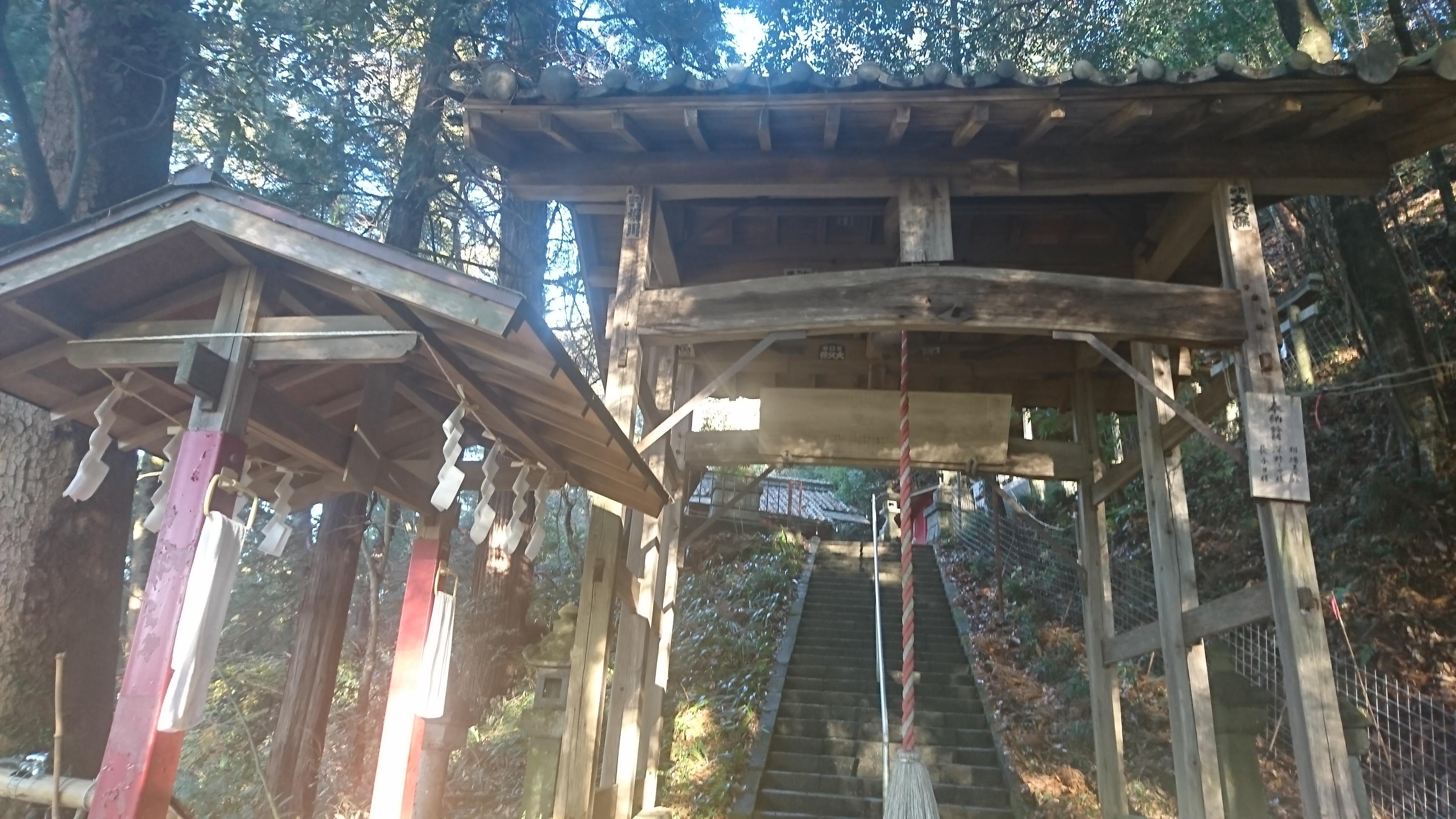 菅東山出世稲荷神社の山門