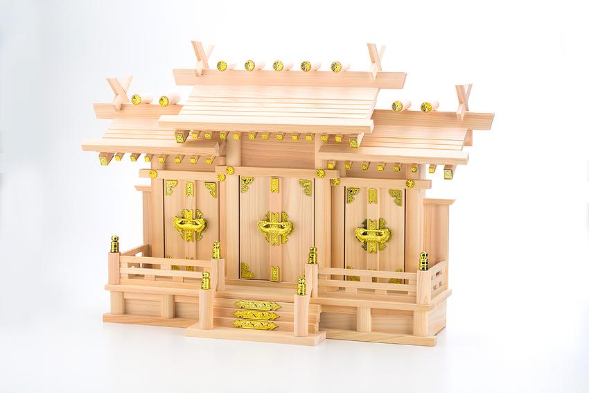 神棚の里「屋根違い三社なごみ」