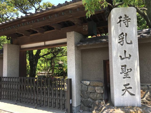 東京都待乳山聖天(本龍院)の山門