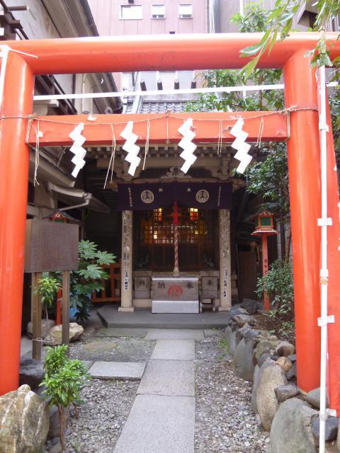 東京都銀座宝珠稲荷神社の鳥居