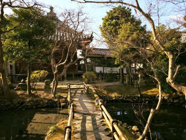 新薬師寺の庭園
