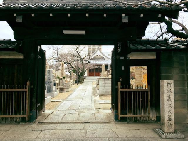 大阪府超願寺の山門