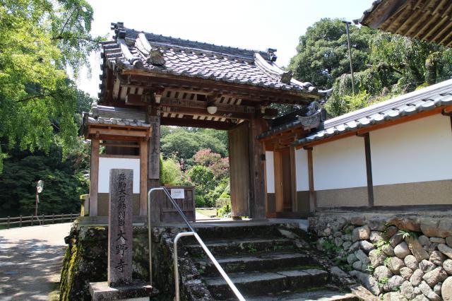 奈良県大野寺の山門