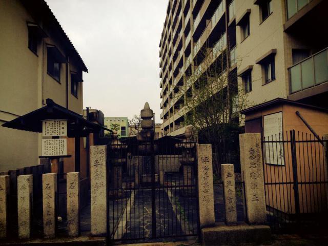 大阪府樋之尻口地蔵堂の山門