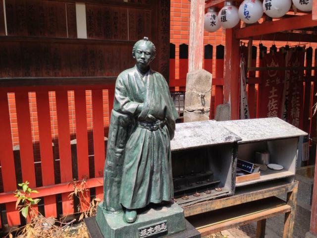 京都府岬神社(土佐稲荷神社)の像