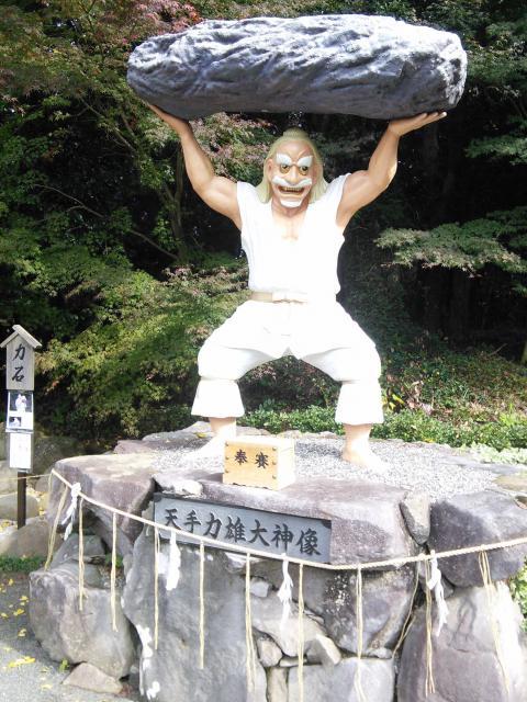 福岡県戸明神社の像