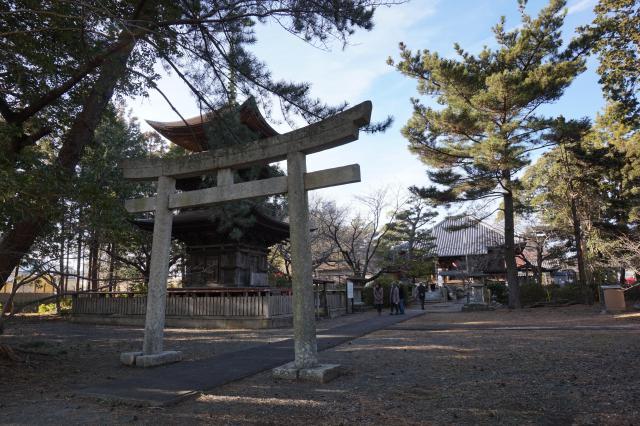 豊川閣 妙厳寺(豊川稲荷)の近くの神社お寺 三明寺