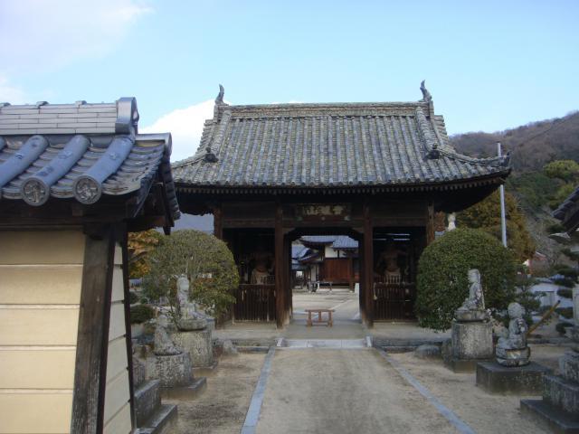 岡山県普賢院の山門