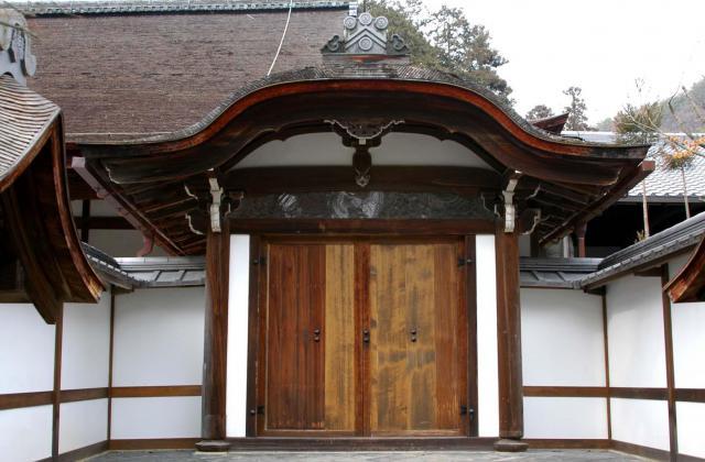 京都府龍安寺の山門