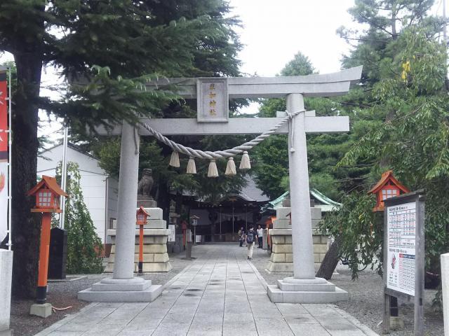 埼玉県草加神社の鳥居
