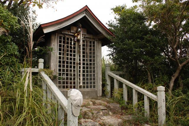 三草山神社の本殿