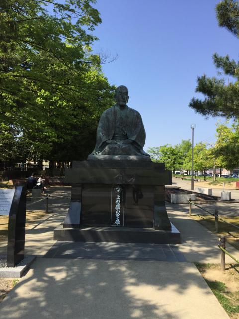 松岬神社の像