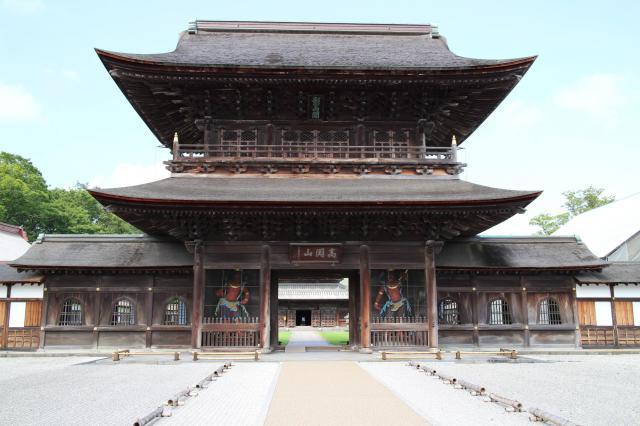 富山県瑞龍寺の山門