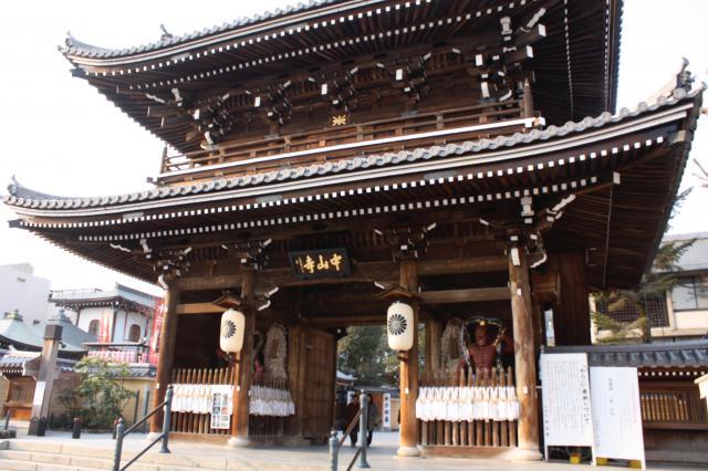 兵庫県中山寺の山門