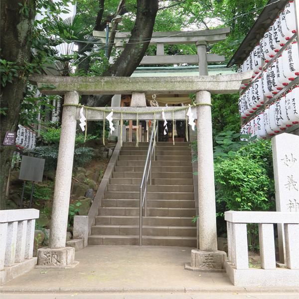 東京都駒込妙義神社の鳥居