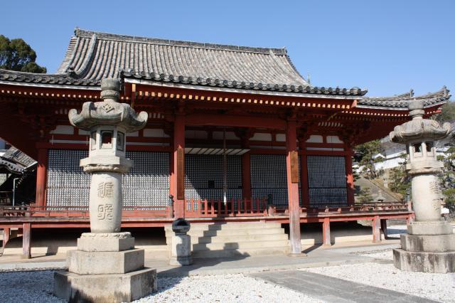 西国寺の本殿