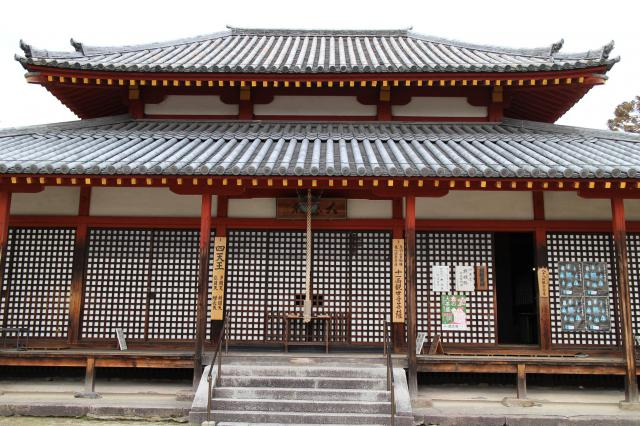 奈良県西大寺の本殿