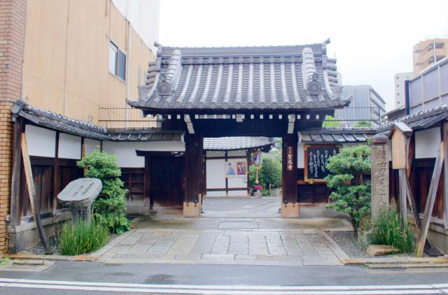 京都府聖光寺の山門