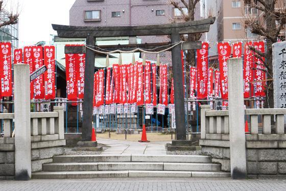 東京都千束稲荷神社の鳥居
