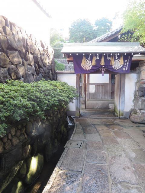 大阪府清水寺の山門