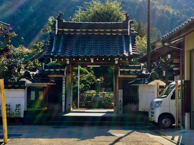 兵庫県本覚寺の本殿