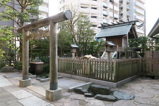 東京都厳嶋神社の本殿