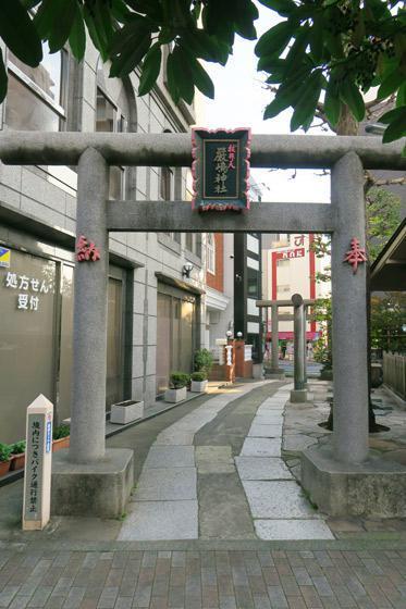 東京都厳嶋神社の鳥居