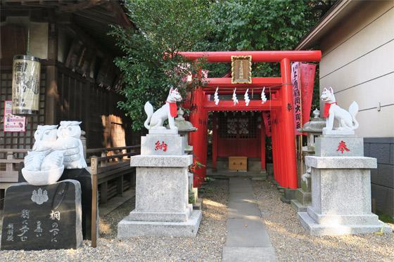 東京都池袋御嶽神社の鳥居