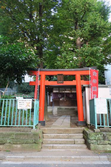 東京都出世稲荷神社(春日稲荷神社)の鳥居