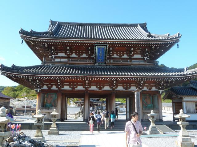 青森県菩提寺の山門