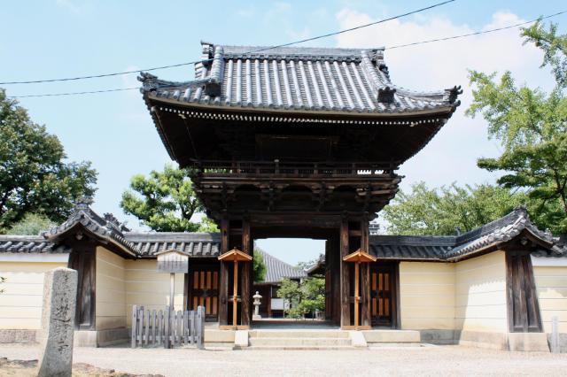 大阪府道明寺の山門