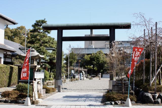 滋賀県滋賀県護国神社の鳥居