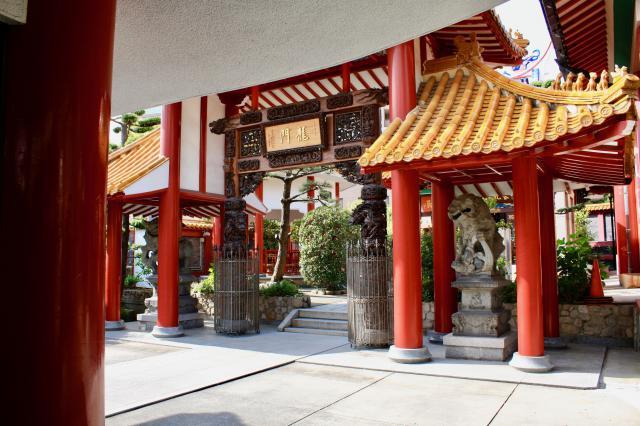 関帝廟の山門