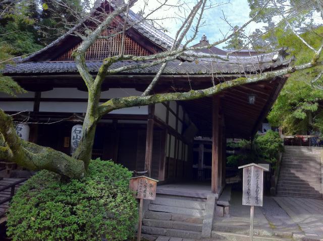 滋賀県石山寺の本殿