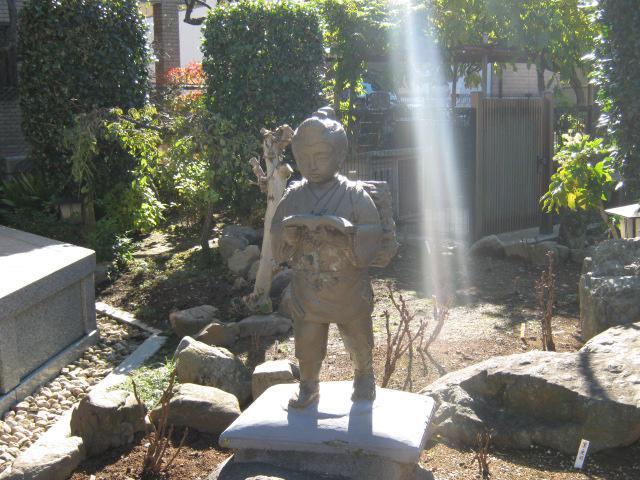 宗格院の像
