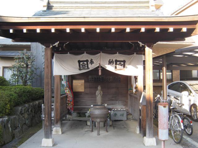 東京都善竜寺の本殿