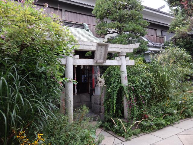 東京都能勢妙見山別院の鳥居