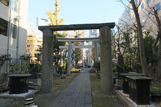 東京都新橋鹽竃神社の鳥居