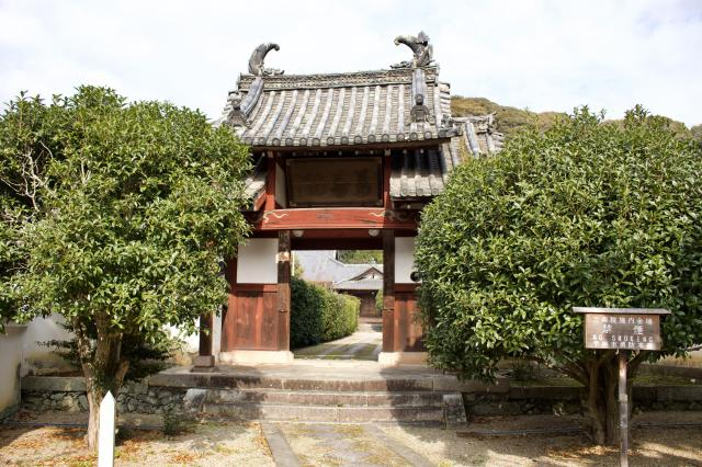 万寿院の山門