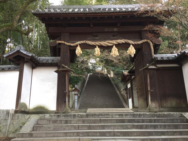 愛媛県東雲神社の山門
