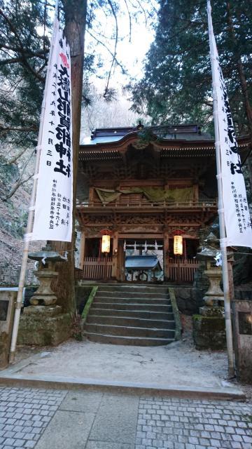 山梨県大嶽山那賀都神社の山門