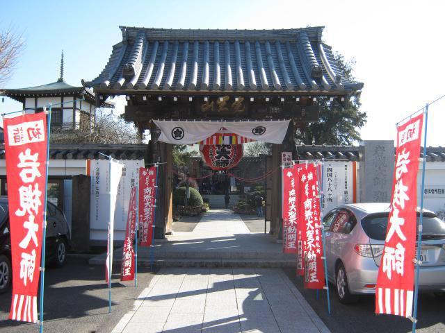 埼玉県釈迦院彌勒密寺の山門