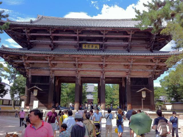 奈良県東大寺の山門