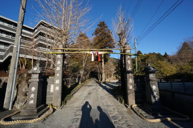 長安寺の山門