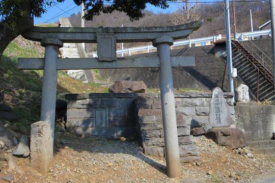 玉諸神社拝殿跡の鳥居